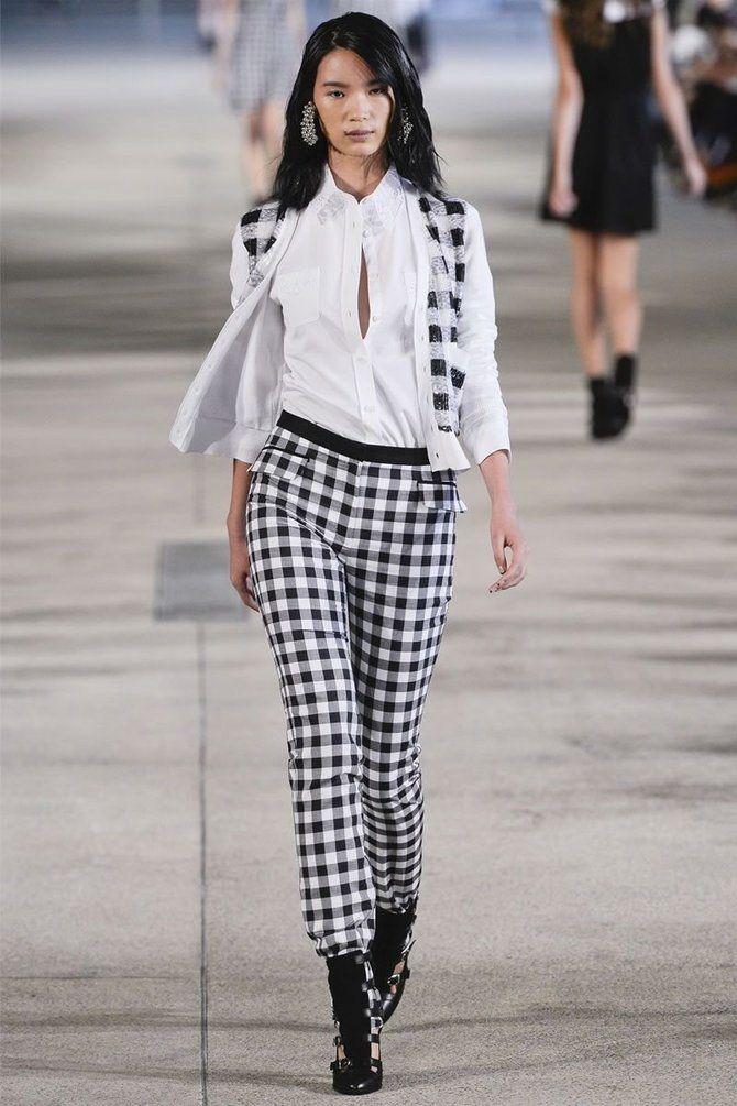 Брюки 2021 года модные тенденции весна фото